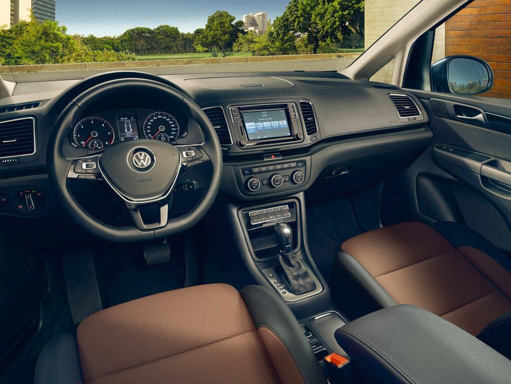 VW Sharan Cockpit mit Navi
