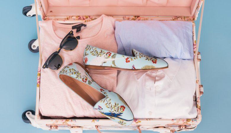 Koffer rosa mit Inhalt