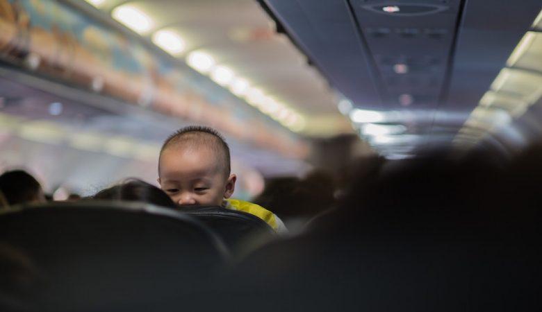 Baby in Flugzeug