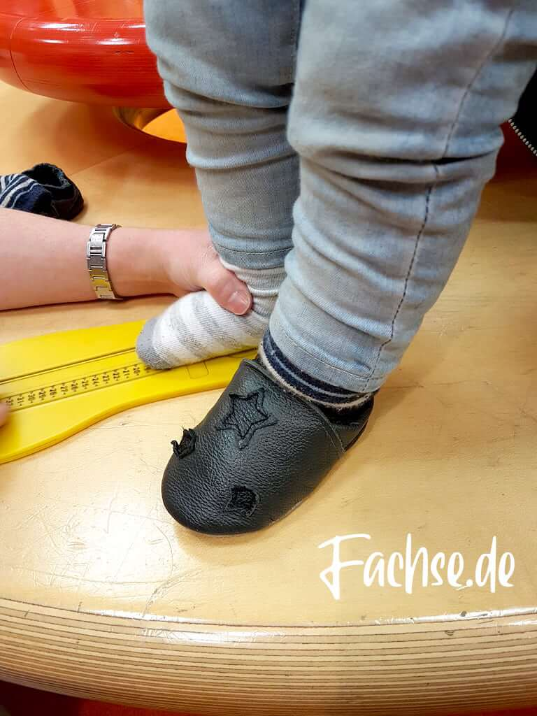 Babyfuß wird vermessen