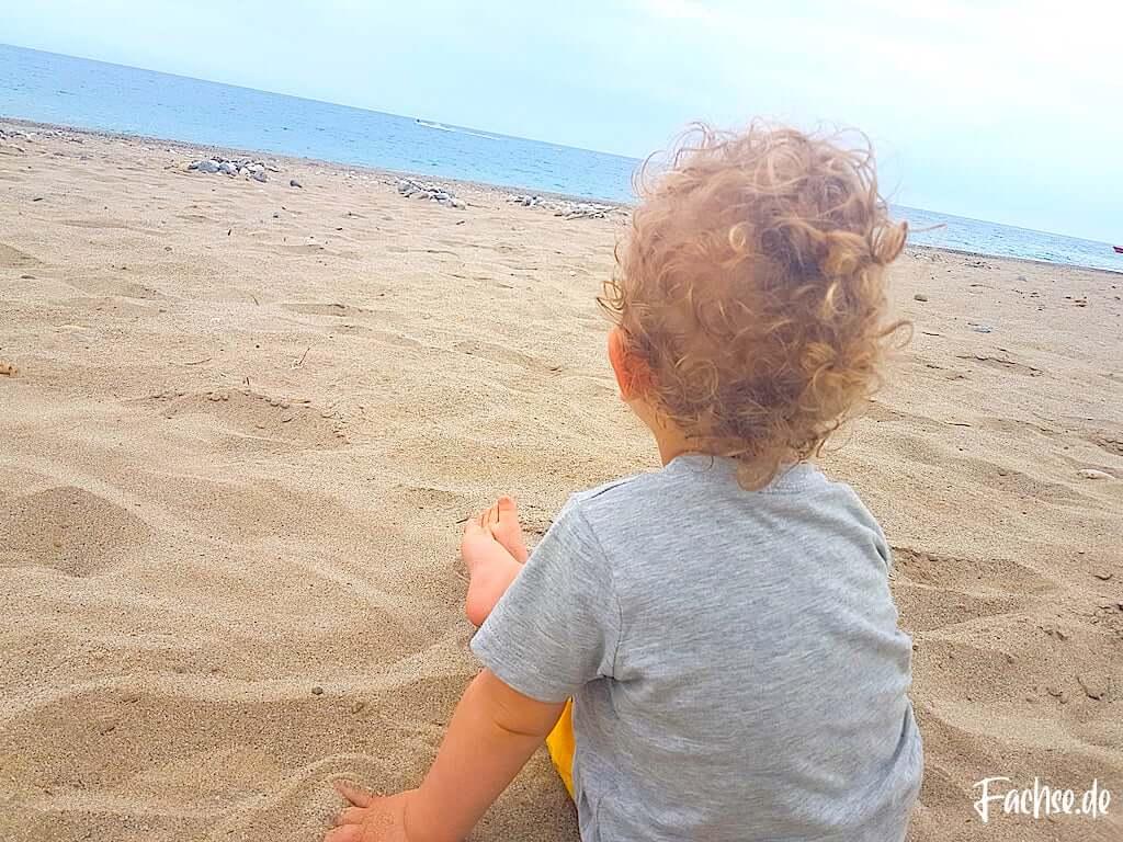 Kleinkind Baby Strand Meer Locken