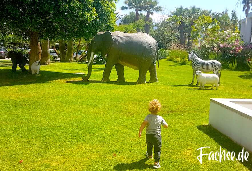 Grecotel Creta Palace Hotel Tierfiguren Elefant Zebra Schaf Tiere