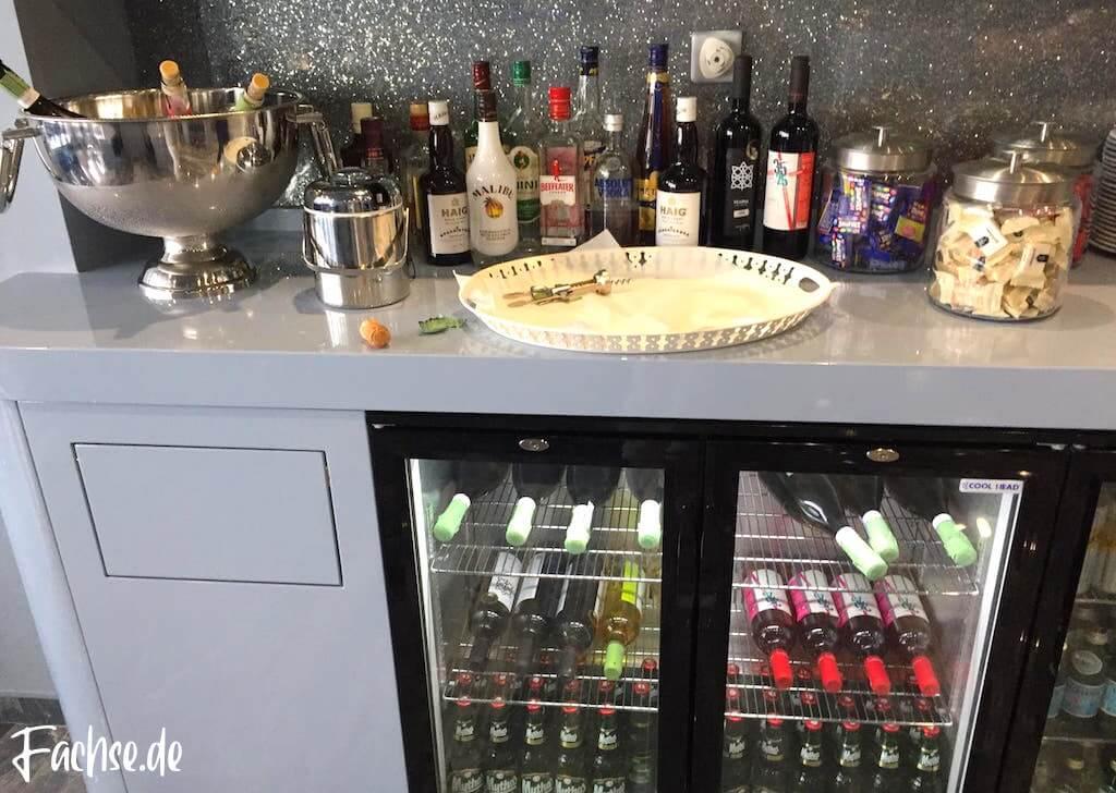 Spirituosen Getränke Bar Cocktails VIP Lounge Kreta Flughafen